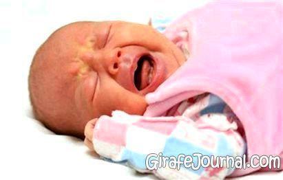 Чому новонароджений постійно плаче