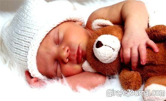 Почему ребенок потеет, когда спит?