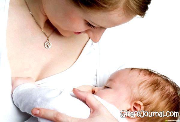 почему новорожденный когда пукает плачет