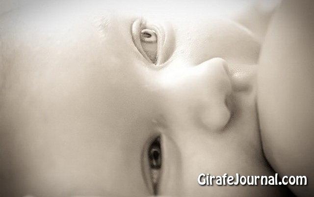 Чому пітніють ніжки у немовляти?